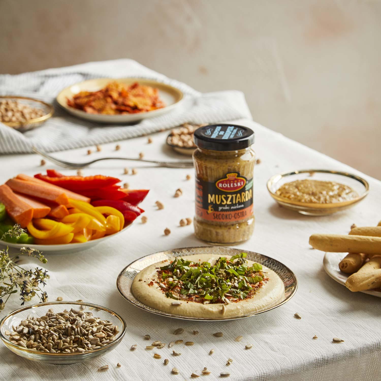 Hummus z dodatkiem musztardy i harissy