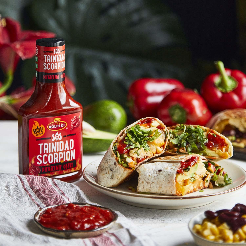 Śniadaniowe burrito z awokado, jajkiem i salsą pomidorową