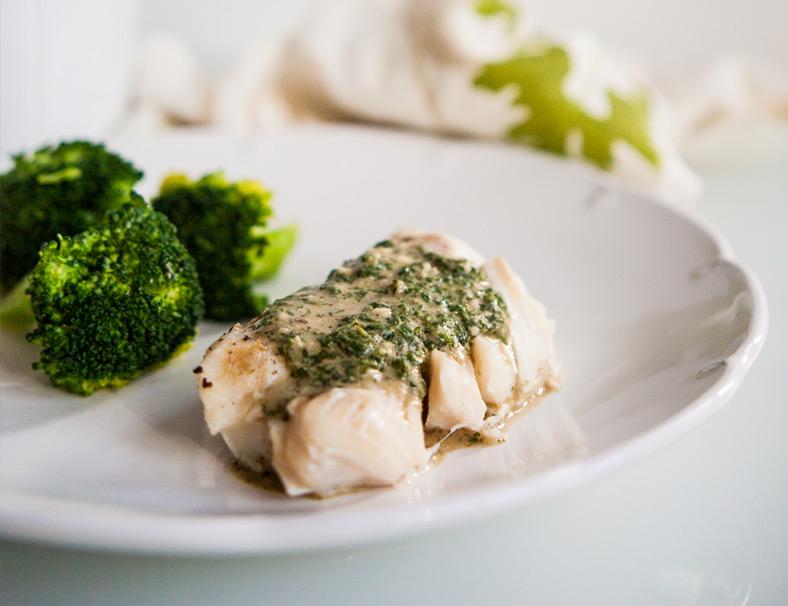 Filet z białej ryby w lekkim miętowym pesto z olejem rzepakowym