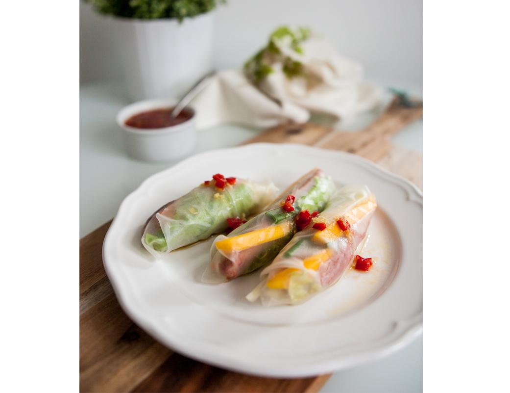 Spring rolls z kaczką, mango i warzywami
